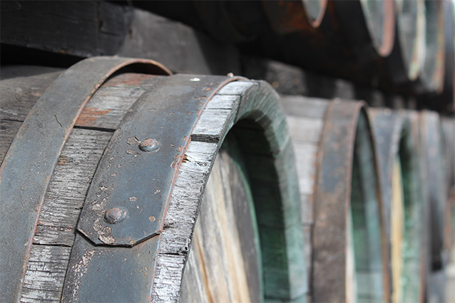The capacity of the wooden barrel is about 300 l
